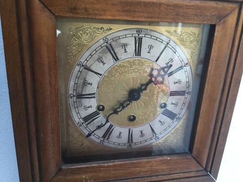 pared antiguo reloj