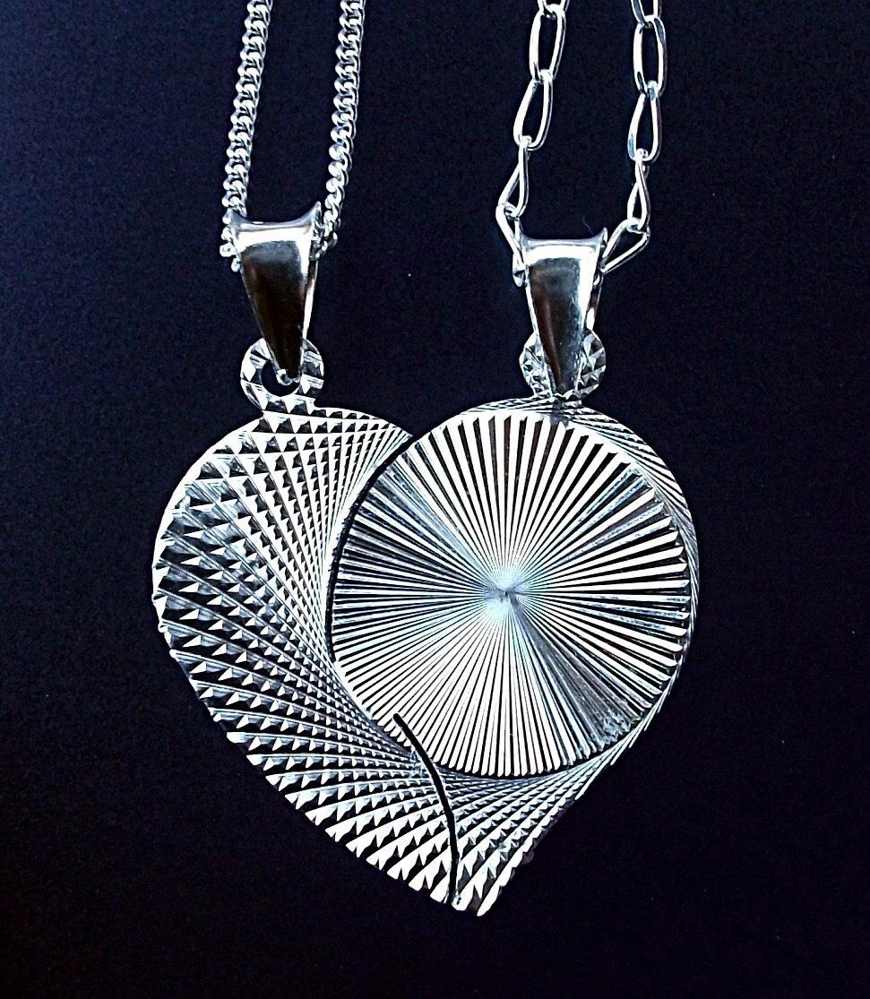 cfd7c7ab6646 pareja cadena y dije de corazón partido personalizado plata. Cargando zoom.