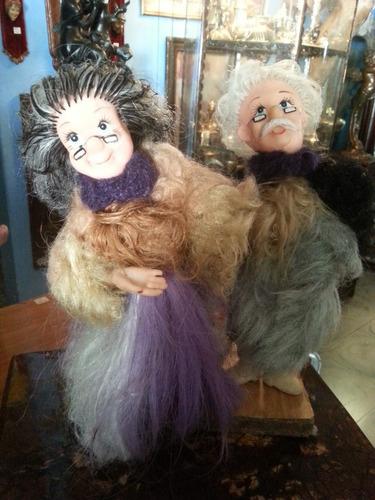pareja de viejitos antigua en caucho y tela