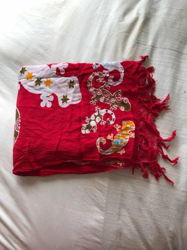 pareo rojo en degrade, 155x117 cm, usado impecable