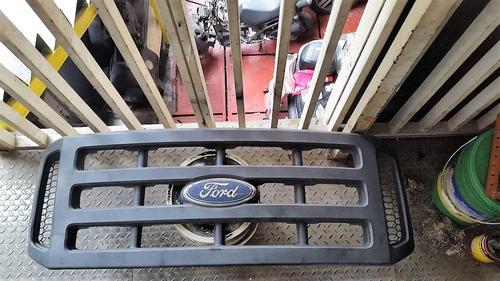 parrilla ford triton 250-350 negra 2005-2010