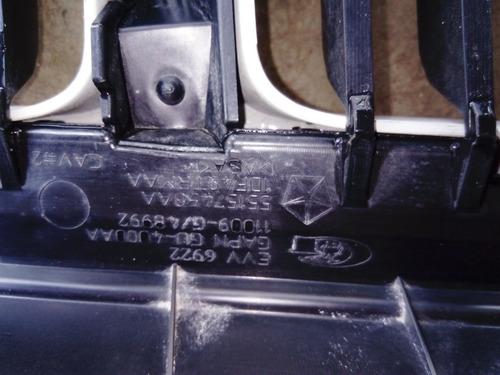 parrilla frontal de jeep gran cherokee laredo usada 2005-07