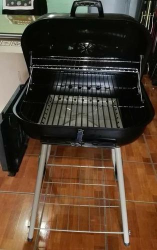 parrilla o asador para carbón con ruedas.