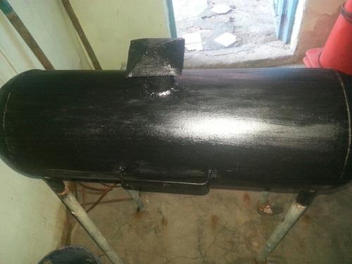 parrillera  negra elaborada con bombona de calentador