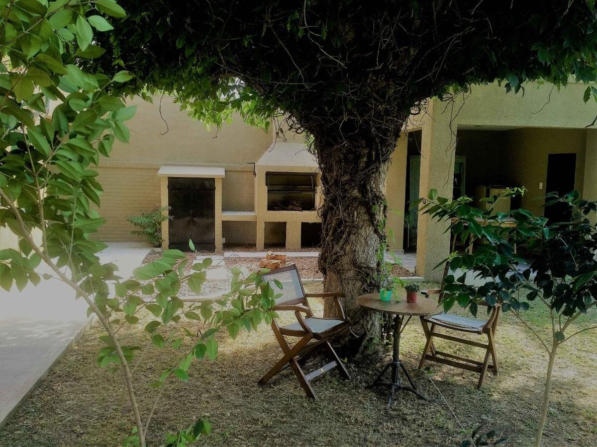 particular vende bonita casa 4 amb cochera, quincho parque