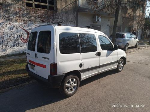 partner 1.9  furgon vidriada con asientos