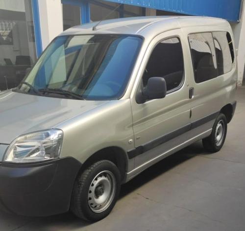 partner furgon confort 1.6 hdi con vidrios y asientos 2014