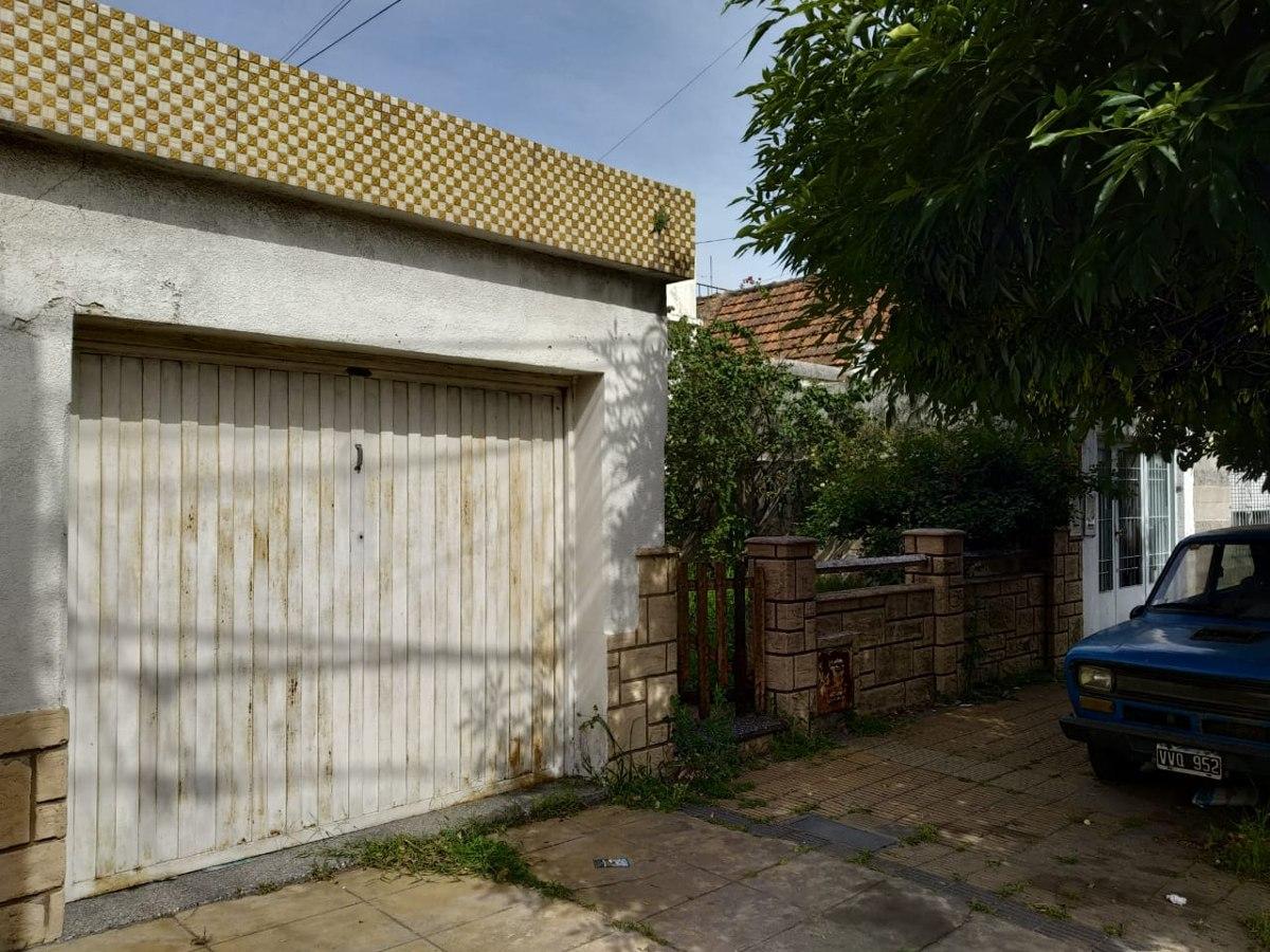 pasaje los andes 0. casa con garage.venta ciudadela