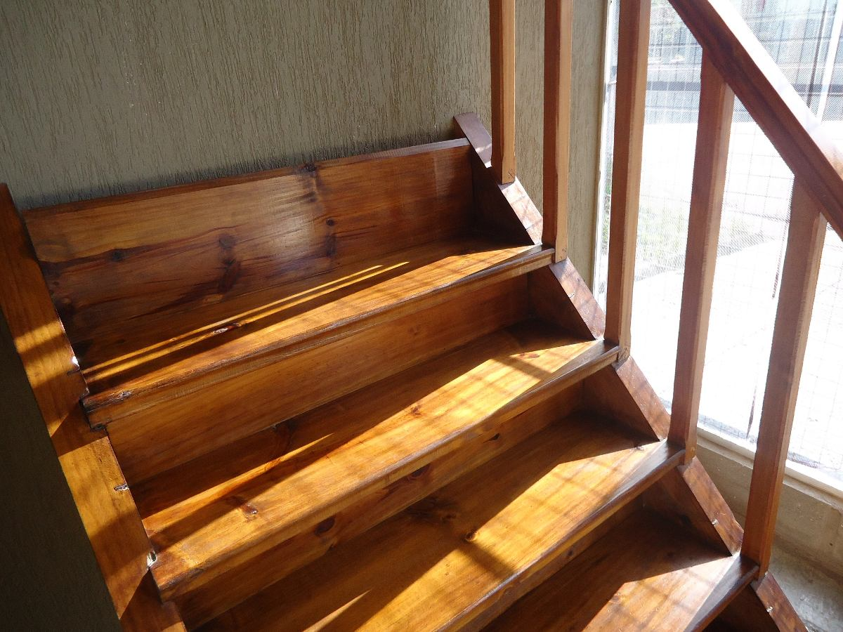 Pasamanos madera simple escalera bombilla led with - Pasamanos de madera modernos ...