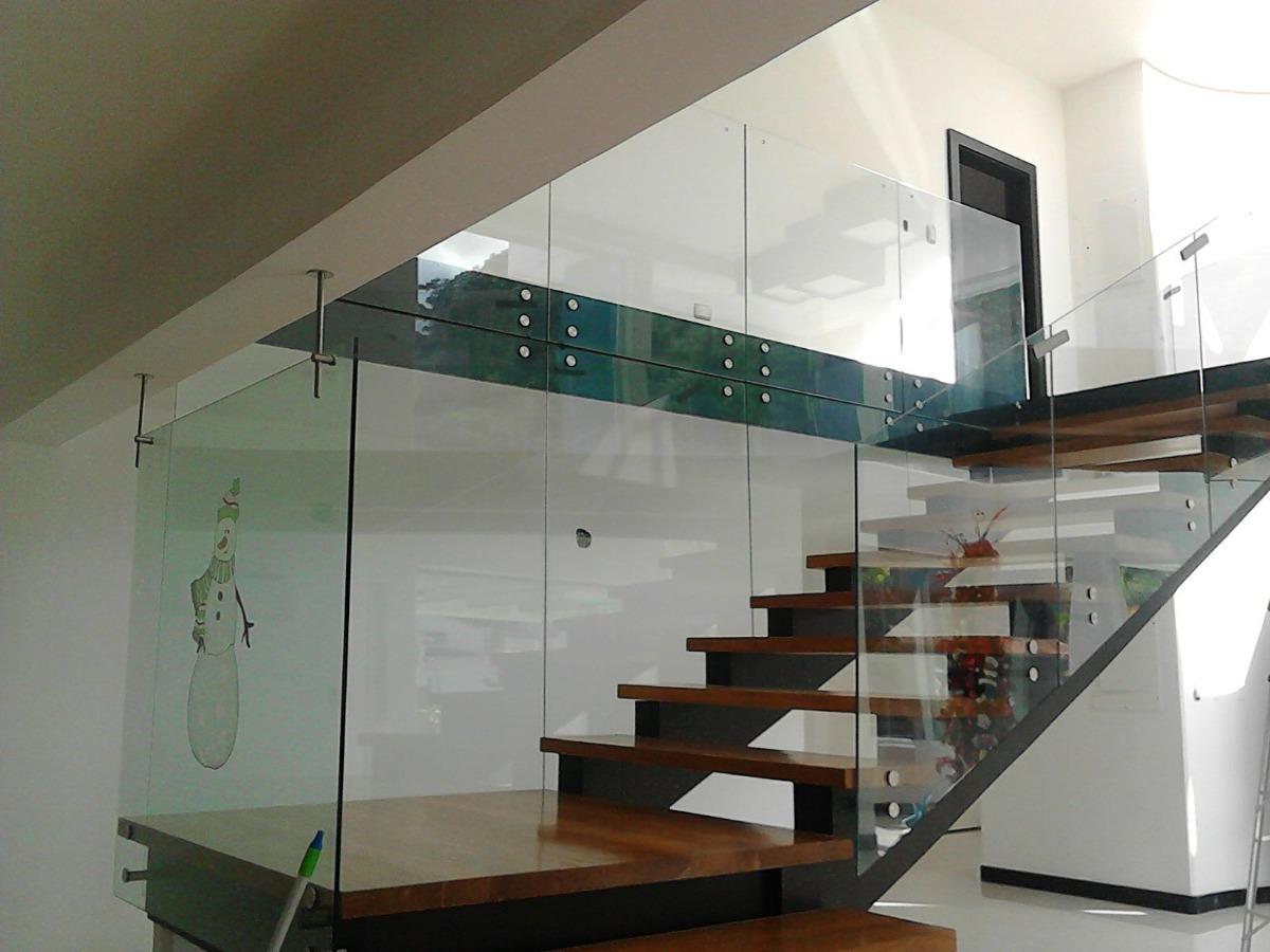 Pasamanos en acero inoxidable y de vidrio templado bs for Barandas de vidrio y acero