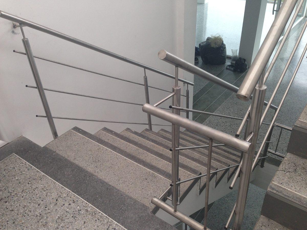 Pasamanos en acero inoxidable y de vidrio templado bs - Pasamanos de acero inoxidable para escaleras ...