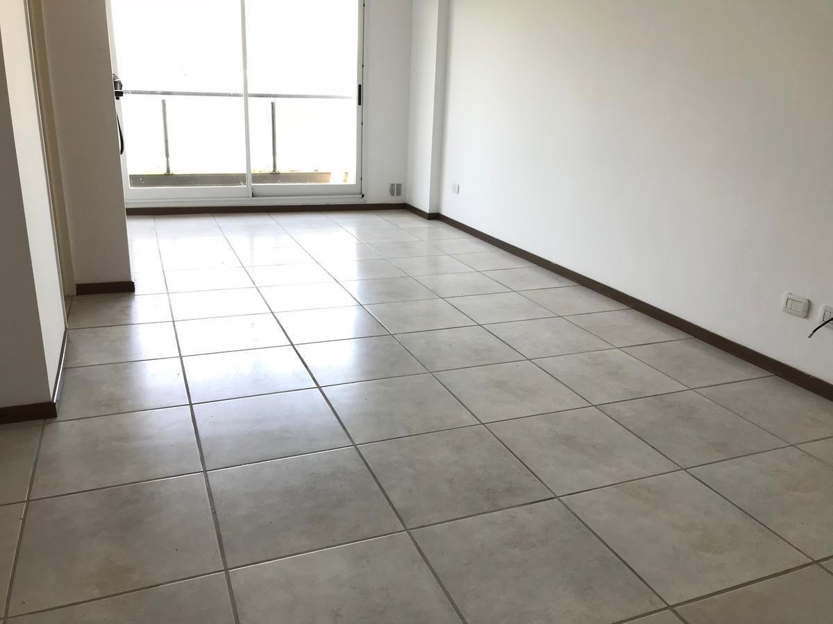 pasco 546 / 2 dormitorios  / barrio abasto semipiso