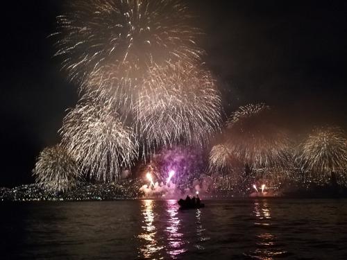paseo en bote para espectáculo pirotécnico año nuevo!!!