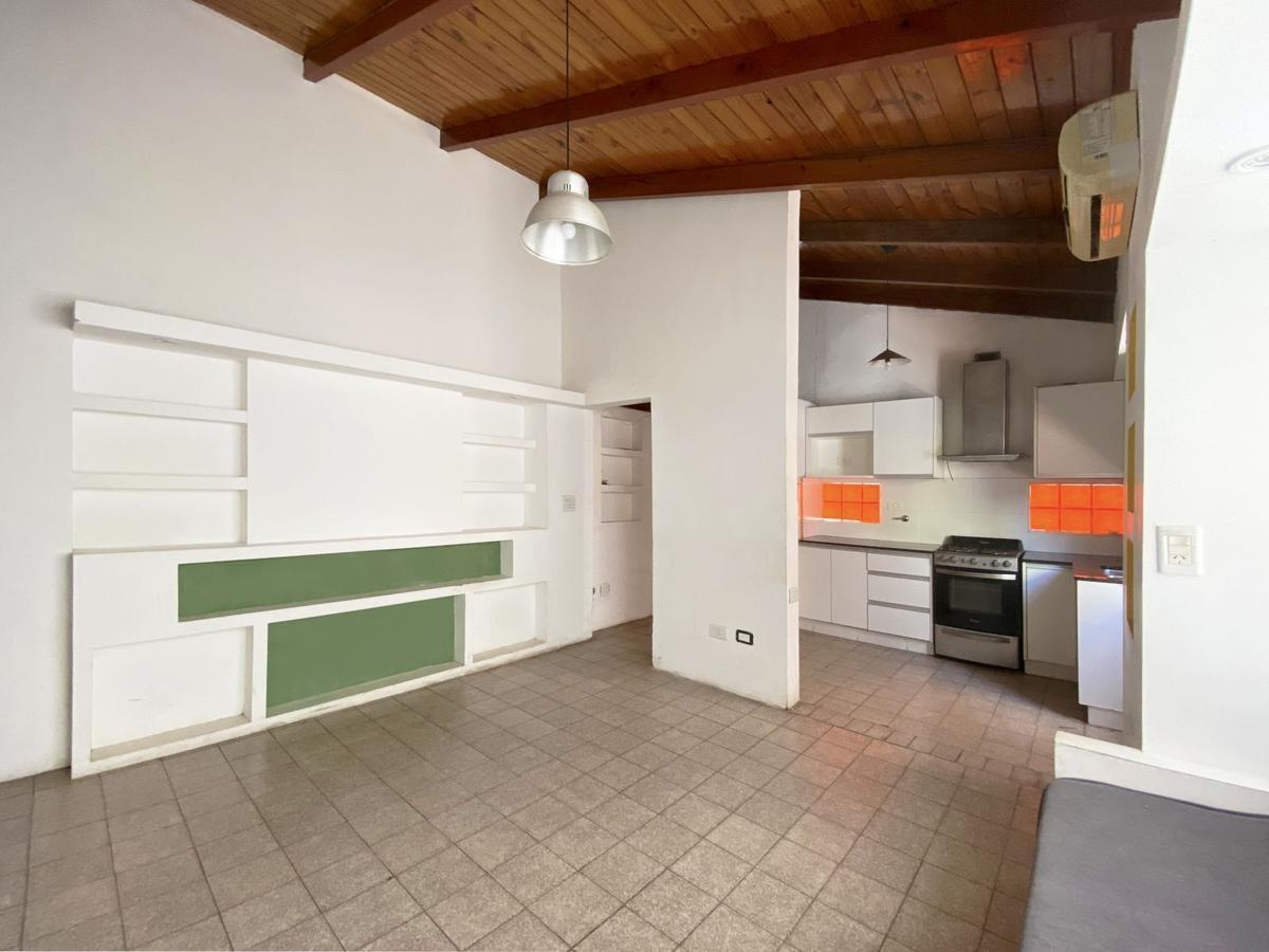 pasillo 2 dormitorios con patio