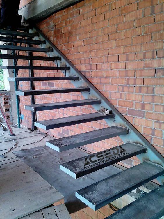 Pasos de madera escaleras de metal para interiores duplex for Escalera de madera 5 pasos