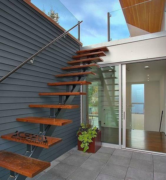 Pasos para escaleras met licas departamentos y duplex s for Escaleras de duplex
