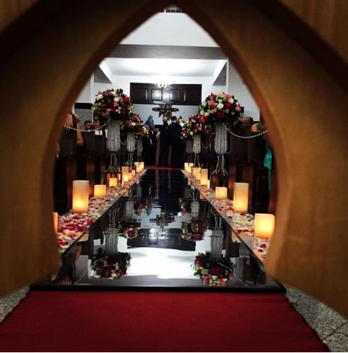 passarela espelhada e decoração