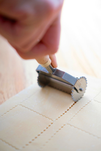 pastalinda rueda corta pasta 4x4 cm. dentada