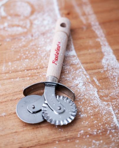 pastalinda rueda corta pasta y pizza, doble, lisa y dentada