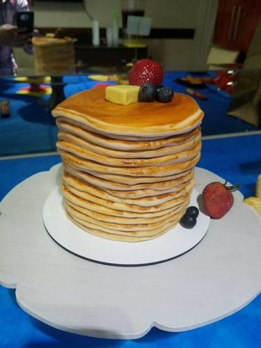 pastel/torta esculpida;con temática de torre de panqueques