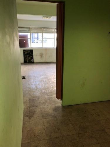 pasteur al 700; once; oficinas en 3 plantas (300 m2)