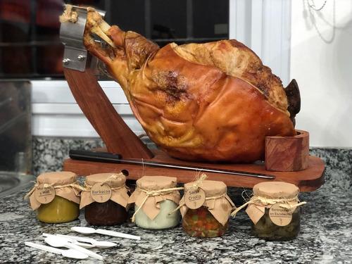 pata pernil cerdo con salsas y panes caseros + bruschettas