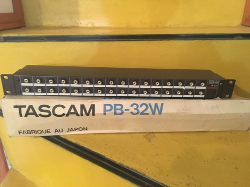 patchera profesional de audio marca tascam model pb 32 h ur