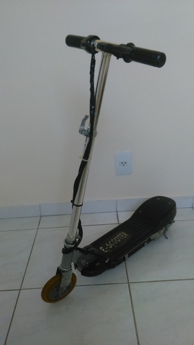 patinete elétrico motorizado preto scooter  semin
