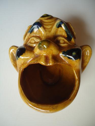 payaso carocero despojador de cerámica policromada esmaltada