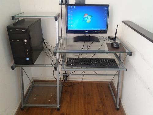pc gamer media gama con escritorio pantalla teclado y mause
