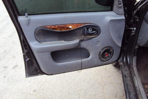 peça clio sedan 1.0 02  roda calota friso gatilho cambio cub