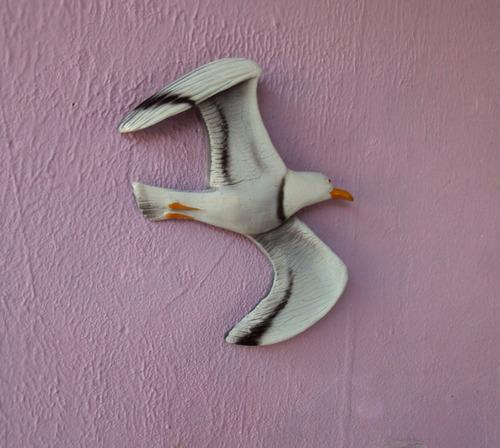 peça de parede gaivota colorida.