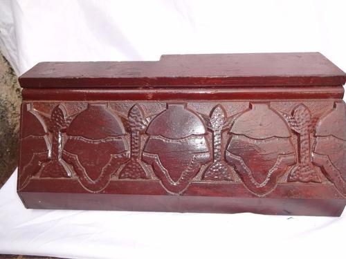 peça em madeira retirada de demolição entalhada p/decoração!