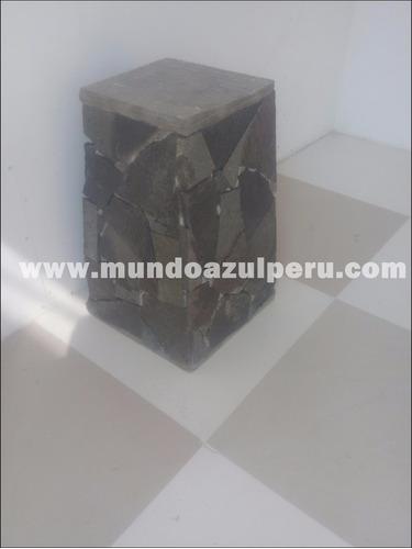 pecera con cascada en piedra natural.