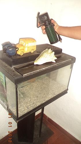 pecera con filtro y bomba de agua