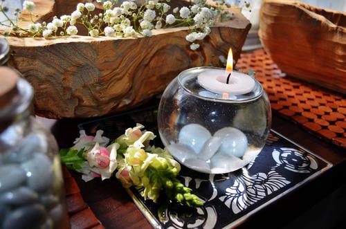 pecera con vela flotante y gema blanca aluzza