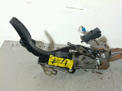 pedal acelerador new fiesta 10/12 usado