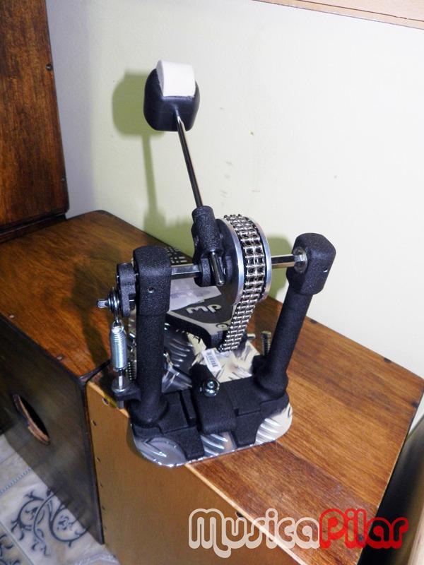 pedal-de-bombo-simple-dw-dwcp8000-musicapilar-D_NQ_NP_4046-MLA141868904_7421-F.jpg (600�800)