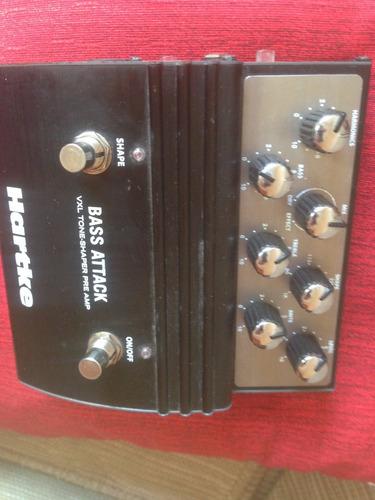 pedal hartke bass attack para baixo com direct box