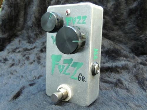 pedales de efectos analógicos para guitarra y bajo