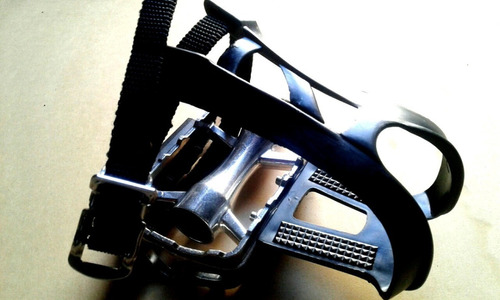 pedales wkns aluminio con punteras y correas ultra light