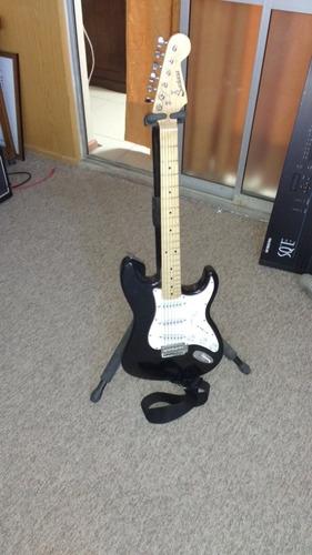 pedestales para guitarra y saxo