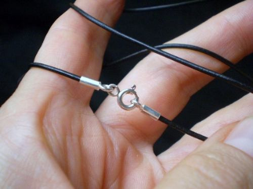 pedras - colar unissex 2v couro, fecho de prata, cód4c6-1