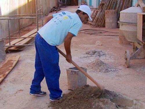 pedreiro - azulejista - carpinteiro - obras - reformas