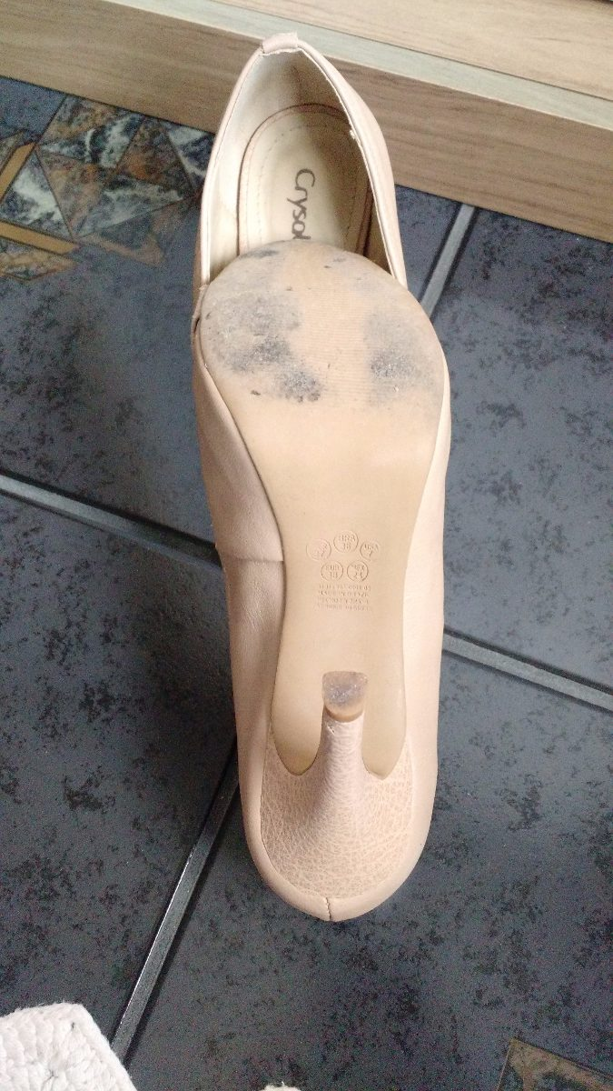 1b1dfbfdd Peep Toe Nude Meia Pata Crysalis 36 Em Boas Condições - R  25
