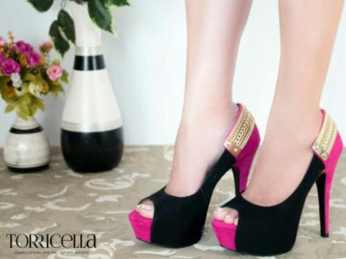 peep toe rosa e preto detalhe dourado marca torricella