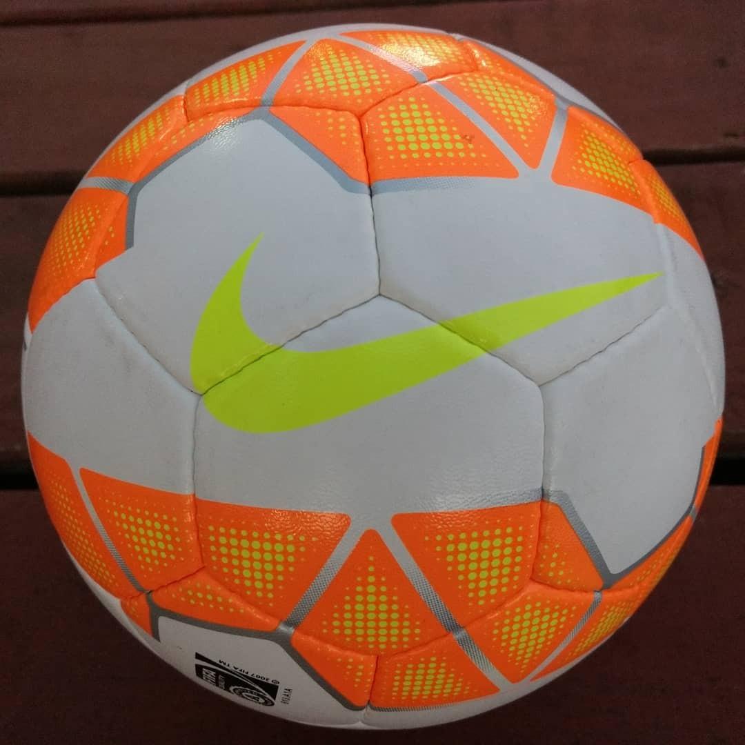 b6abb4acfa292 Características. Marca Nike  Modelo rolinho premier  Tamaño de la pelota 5  ...