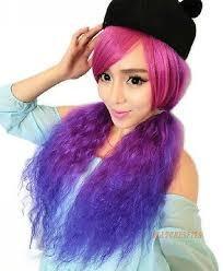 peluca larga volumen color morado y fucsia