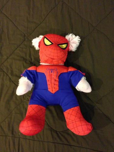 peluche chancho con disfraz de spiderman