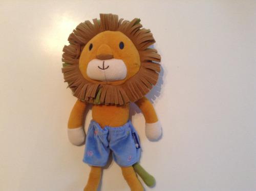 peluche de león muy simpático